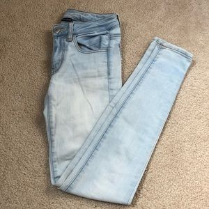 Light Wash American Eagle Jeans —Size 2 Long —